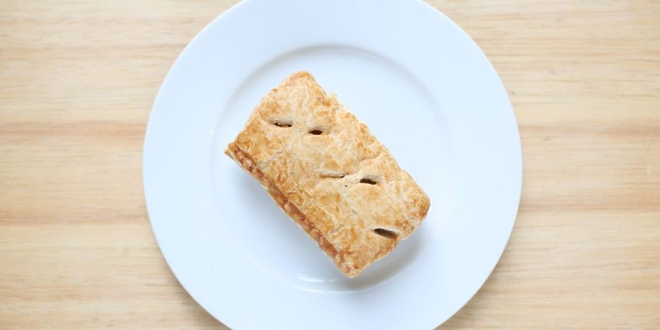 One sausage roll (60g)
